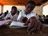 Un-giovane-studente-e-una-penna-verde.jpg